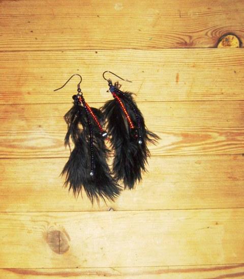 boucles d'oreille rouges et noires